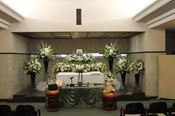 ファミリーホール港南台、南部斎場家族葬プラン・生花祭壇設置例