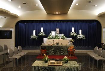ファミリーホール港南台、西寺尾会堂1日家族葬プラン・生花祭壇設置例