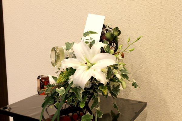 ファミリーホール港南台、供物ワイン2本生花アレンジメント12,100円