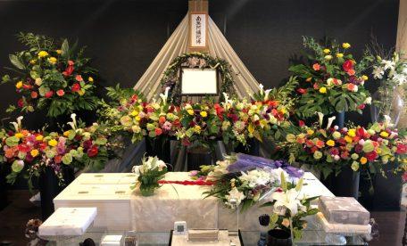 ファミリーホール港南台、オリジナルの花祭壇ご利用例
